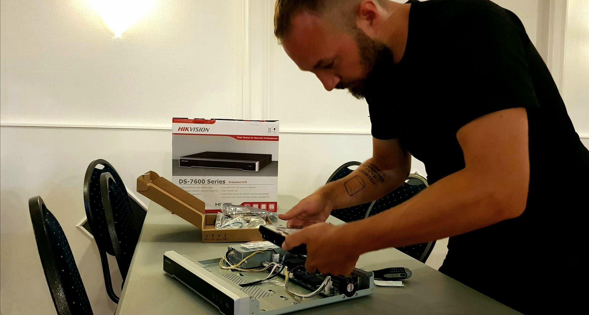elektriker hellerup sætter op overvågning.