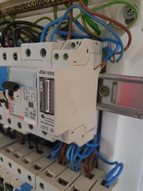 Elektriker og elinstallatører på arbejde