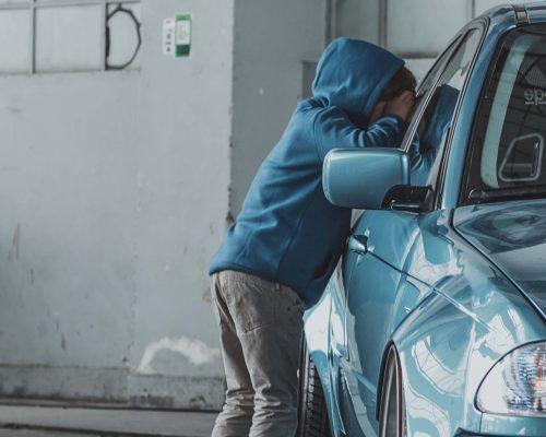 Hurtig biloplukning København, låsesmed bil på oplåsning af bil Kbh.