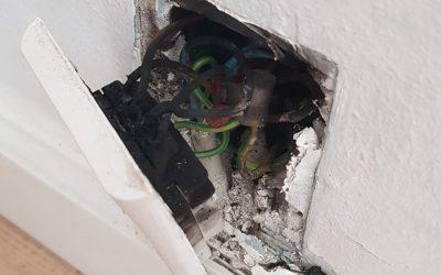 Brand i stik vi af hjælper problemet hos Norh elektriker døgnvagt og døgnservice København. Hvis man ikke udfører en el renovering på 50 år er det dette der kan ske.