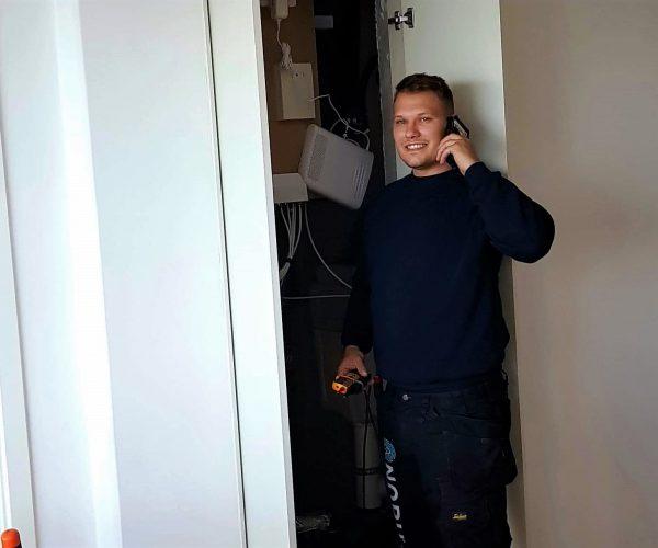 Vi tager altid telefonen og svarer på dine spørgsmål omkring elektriker.
